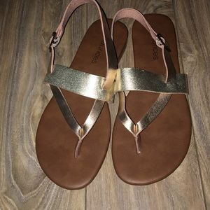 ‼️SOLD‼️ Maurices metallic sandals
